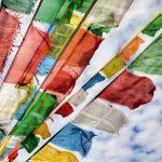 painel fotográfico com imagem de bandeiras de oração 1-606